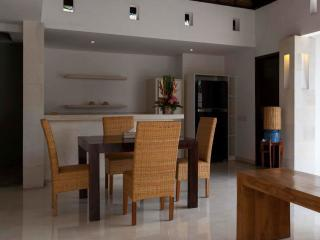 1 Bedroom Villa - Dining Room
