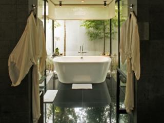 Kayumanis Suite Bathroom