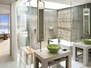 Spectacular Ocean Facing Suite Bathroom
