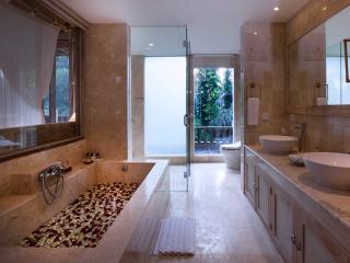 Di Ume Suite Bathroom