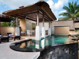 Wapa Pool Villa Exterior